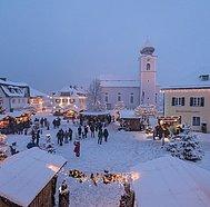 Strobl Advent, Platz bei der Gemeinde, © WTG