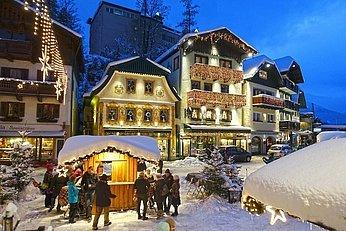 Weihnachtlich geschmückte Häuser, (c) Zoltan