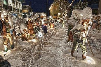 Weg mit Holzfiguren im Advent, (c) Zoltan